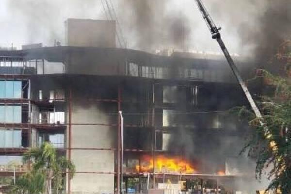 Se prende en fuego construcción de hotel en Ponce