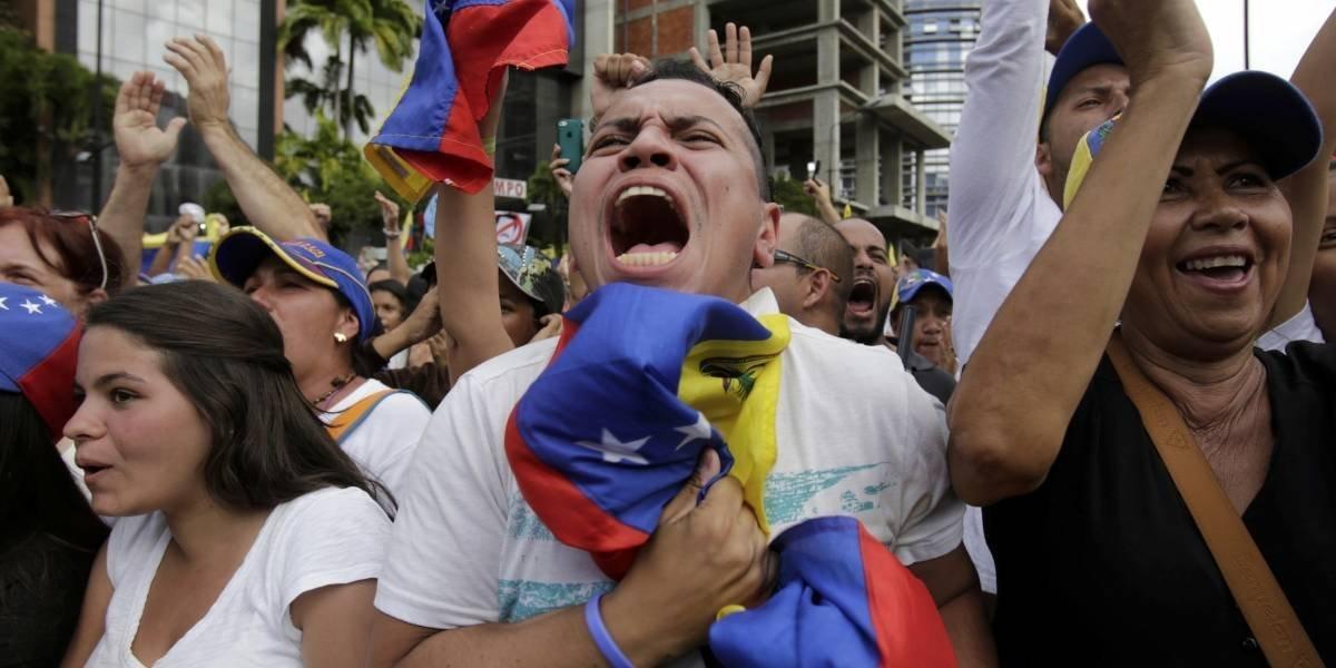 Diplomáticos de Estados Unidos salen de Venezuela