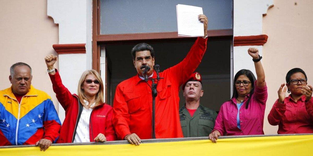 Militares venezolanos juran lealtad a Nicolás Maduro