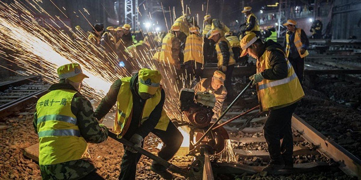 Trabajadores chinos rompen un récord de tiempo en reparar vías del tren