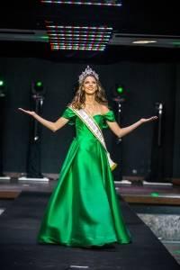 Sabrina Stock, a Miss ES 2018, se despedindo da coroa