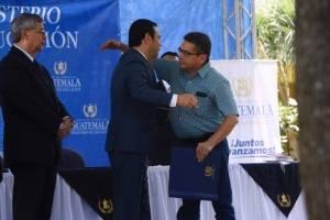 Gobierno y sindicalistas de Educación firman pacto colectivo