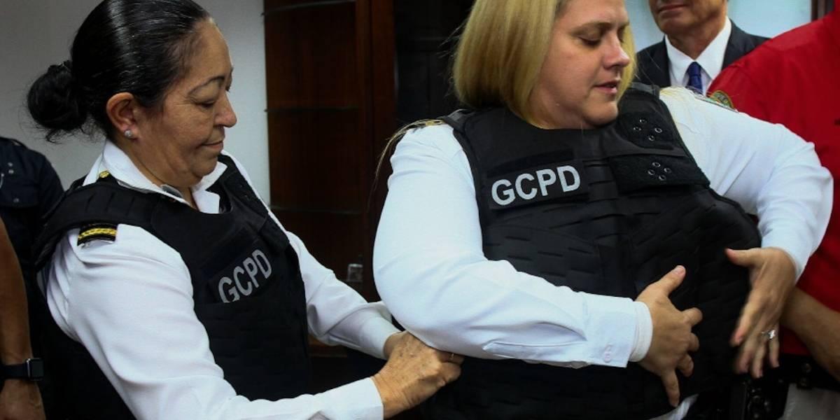 Guaynabo entrega chalecos a prueba de balas a mujeres policías