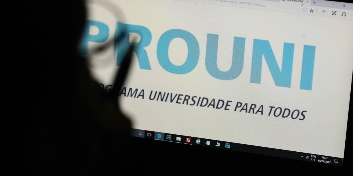 Aguardando resultado do ProUni, estudantes ansiosos compartilham memes no Twitter