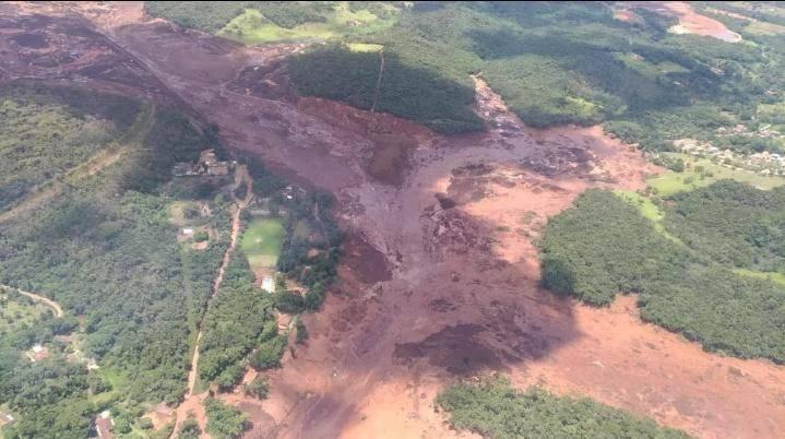 Al menos siete muertos han sido hallados tras rotura de presa en Brasil
