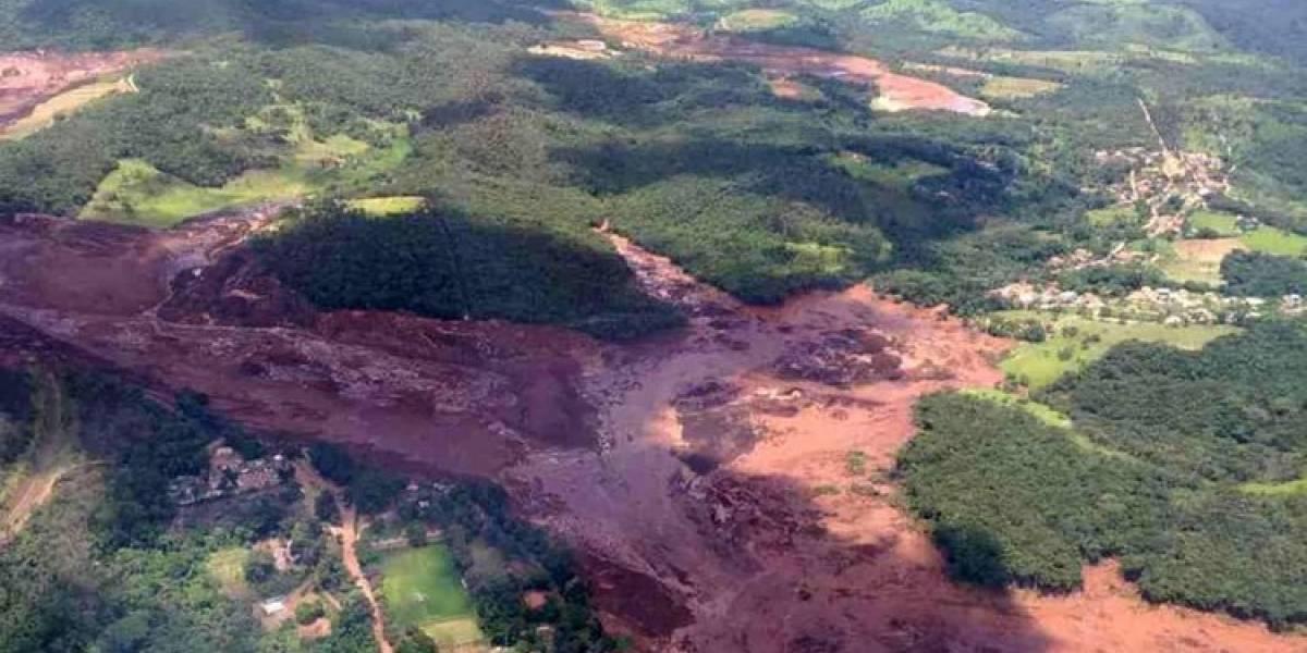 """Un pueblo entero bajo el barro: colapso de represa con desechos tóxicos deja """"varios muertos"""" en Brasil"""