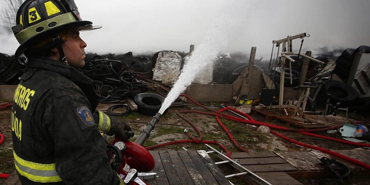 Familias afectadas por incendio en campamento de Cerro Navia contarán con subsidios del Serviu