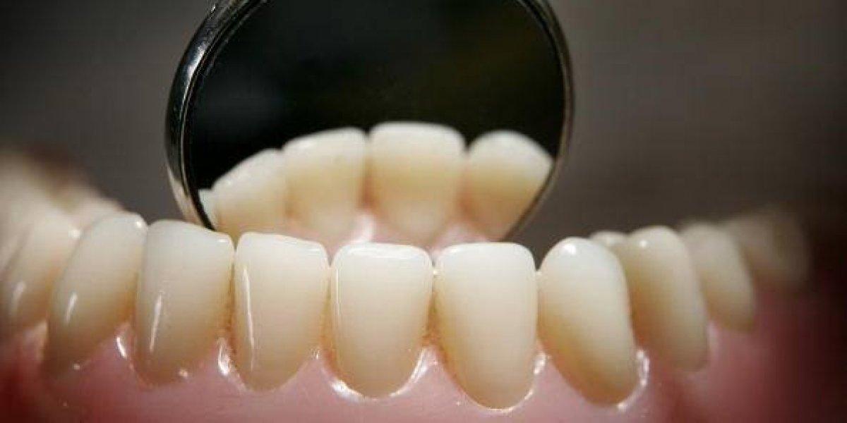 Estudio revela que el 74 % de los hombres que no se cepillan bien los dientes sufren de impotencia