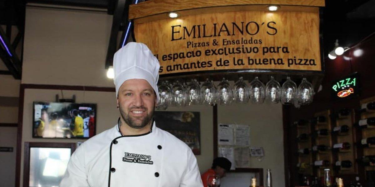 Matías Vuoso es nombrado 'empleado del mes' en una pizzeria