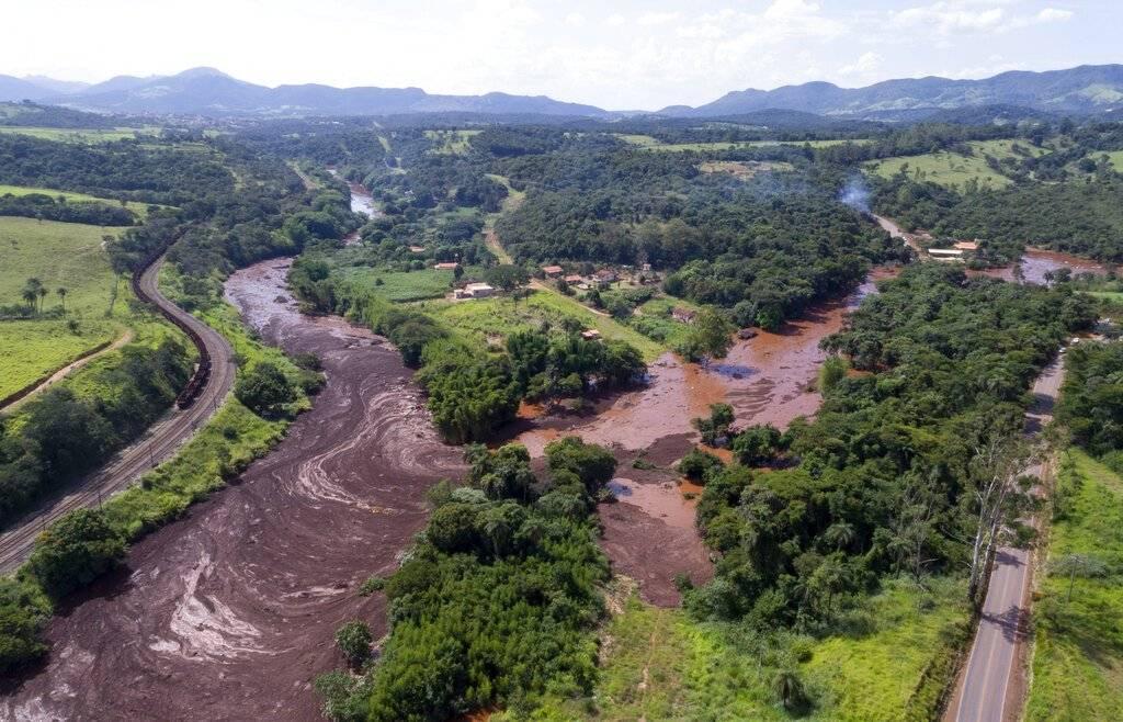 Esperanza se torna en angustia tras colapso de presa — Brasil
