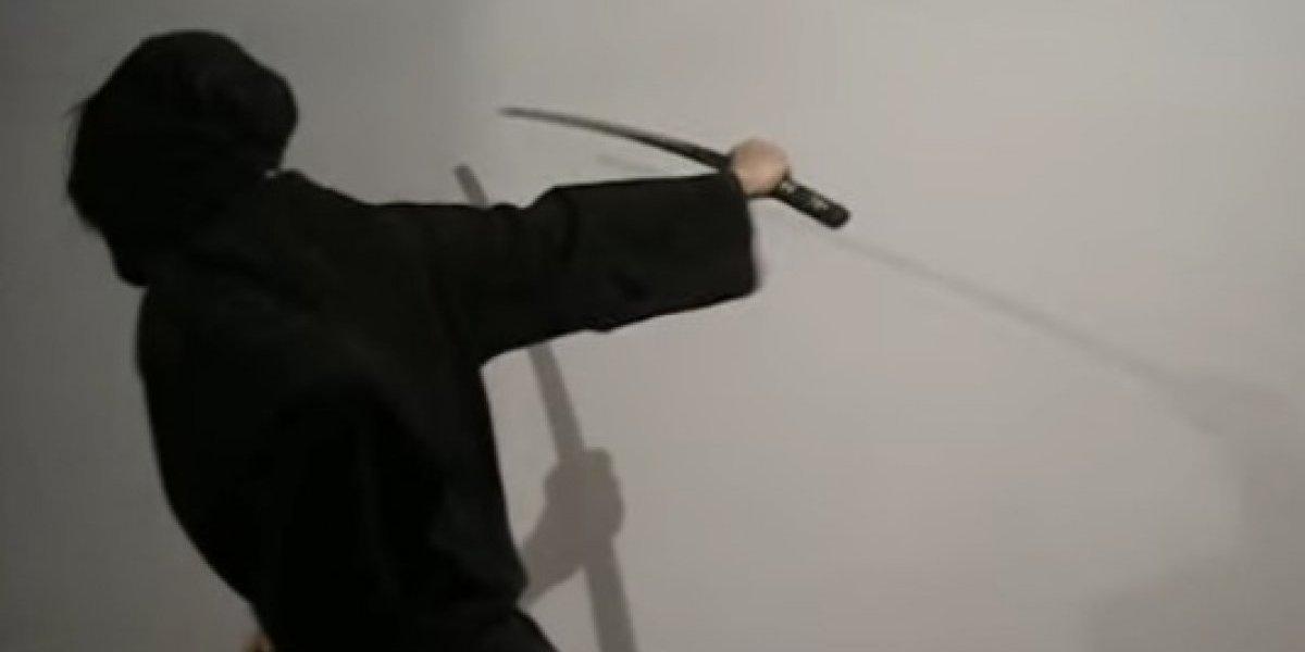 """Aún no lo creo: carabineros investigó un supuesto ataque de un """"ninja vestido de negro"""" que cayó del cielo y que propinó una estocada con una """"katana con fuego"""""""