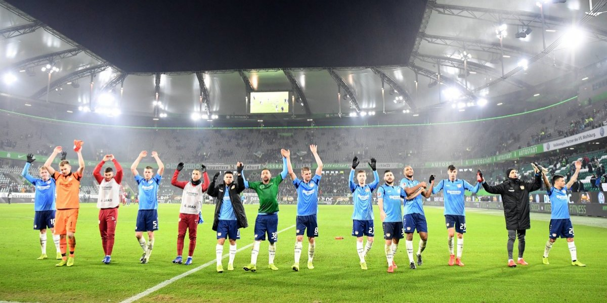 Charles Aránguiz fue protagonista en la victoria del Bayer Leverkusen