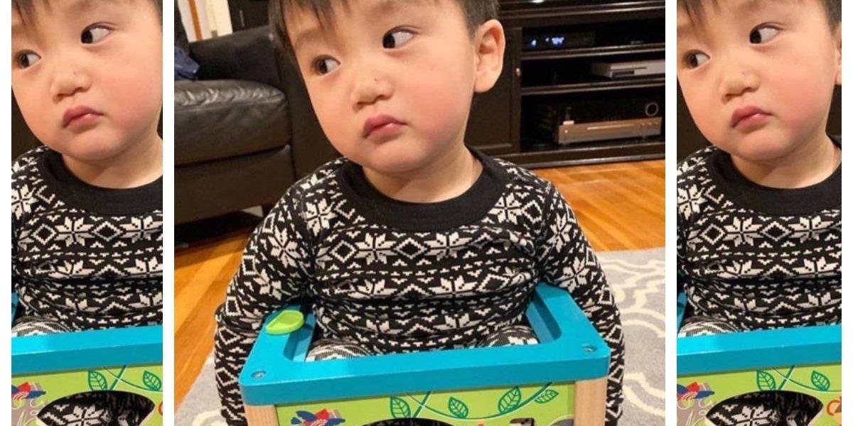 """La expresión de su rostro lo dice todo: se quedó atrapado """"dentro"""" de un juguete y la policía tuvo que rescatarlo"""