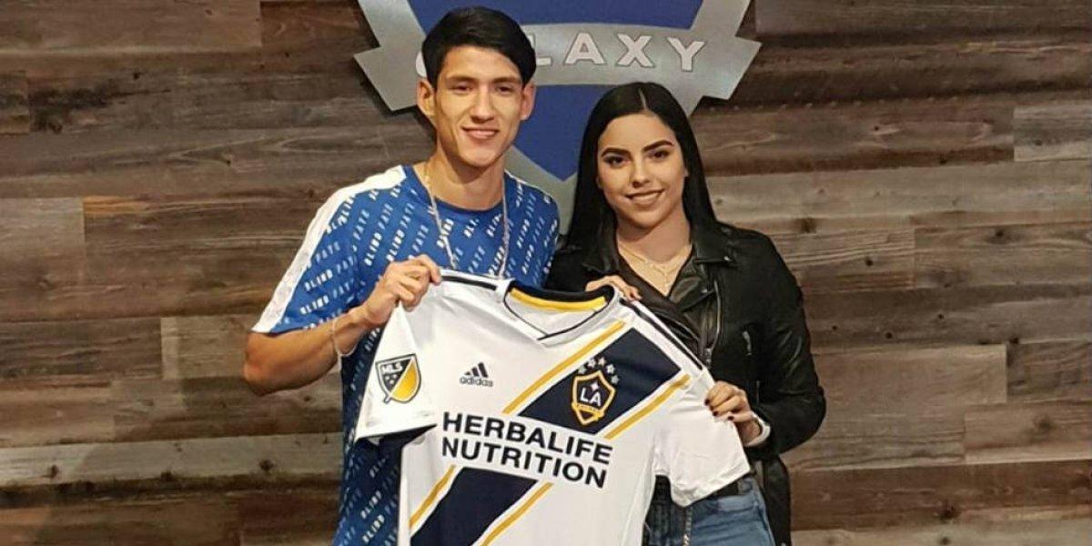 Novia de Antuna revela fotos de firma con Galaxy