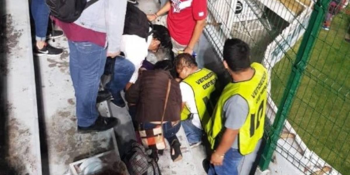 Vendedora cayó en las gradas del 'Pirata' Fuente y se convulsionó