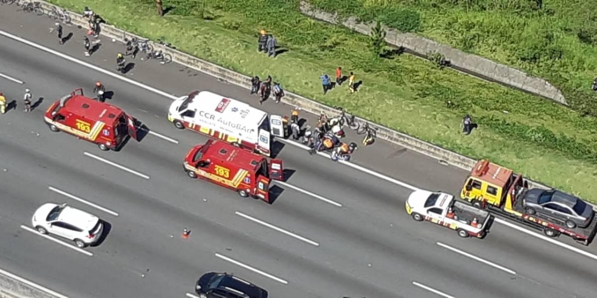 Acidente entre ônibus e ciclistas deixa dois mortos na rodovia dos Bandeirantes