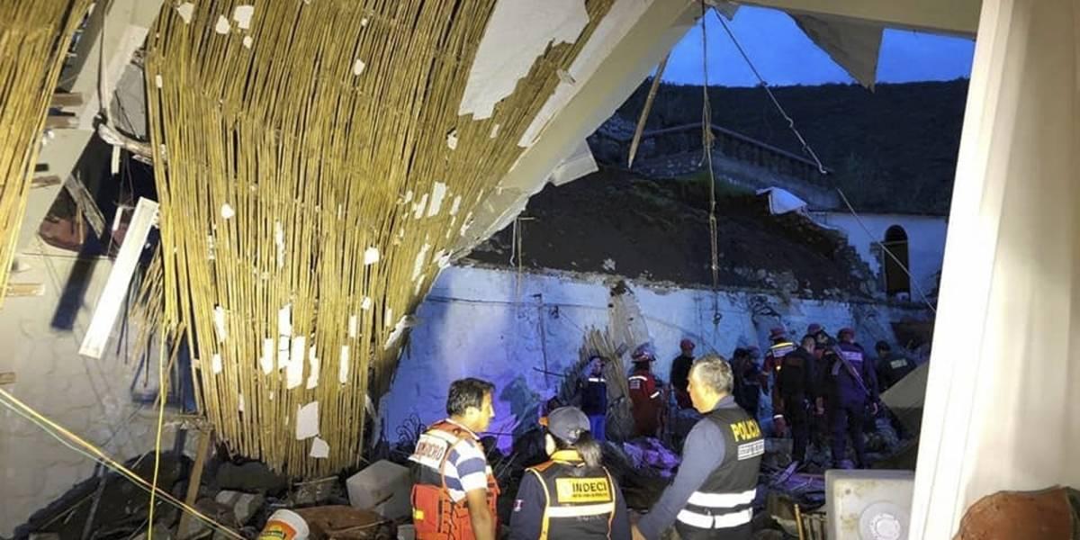 15 muertos y 30 heridos tras derrumbe en boda en Perú