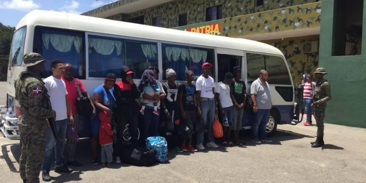 Ejército detiene a trece haitianos indocumentados en Monción