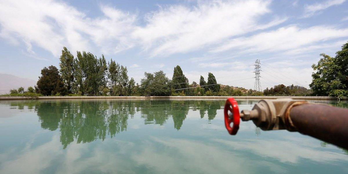 ¿Derechos de agua entregados a perpetuidad a privados? La polémica medida anunciada por el Gobierno