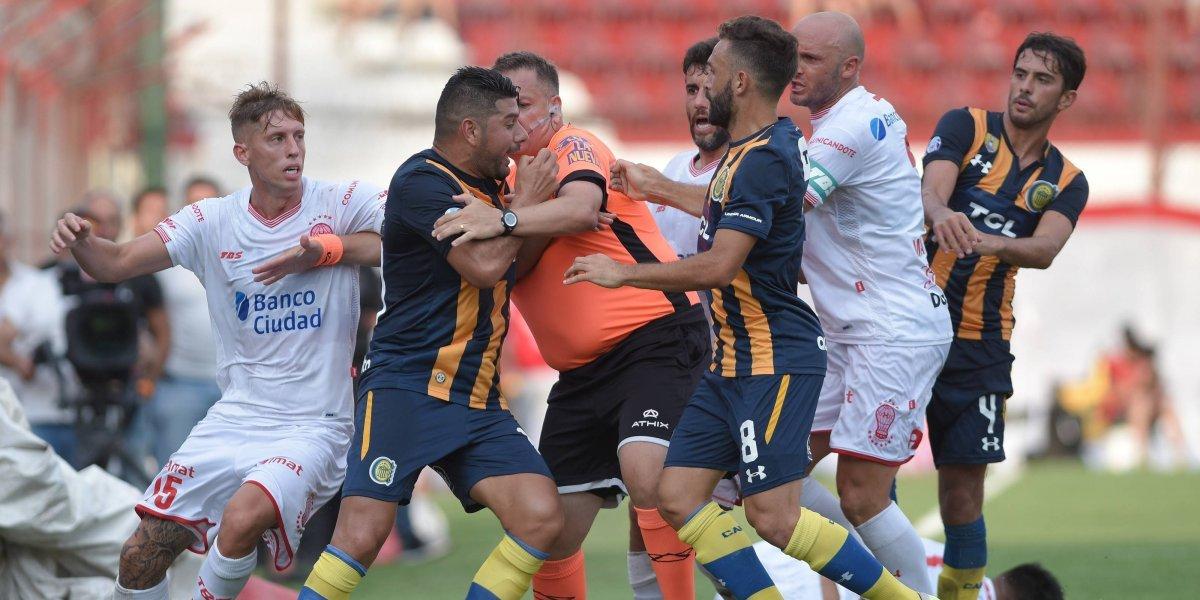 Parot está en la polémica por un escupitajo a un hincha en la previa de un partido que terminó en pelea