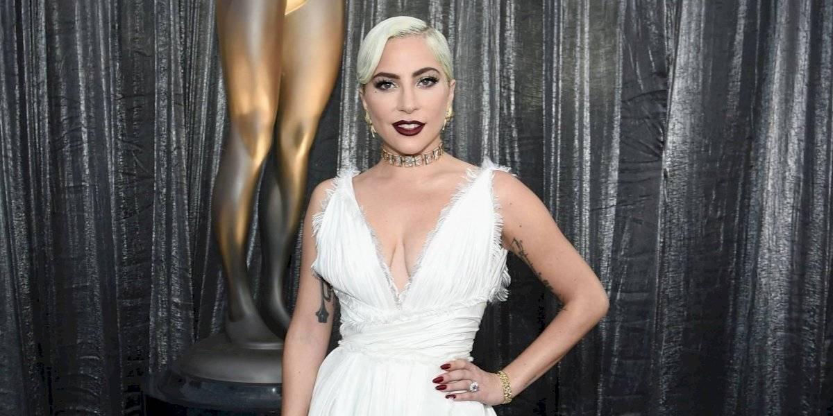 Lady Gaga deja atrás a Bradley Cooper y presume nuevo novio