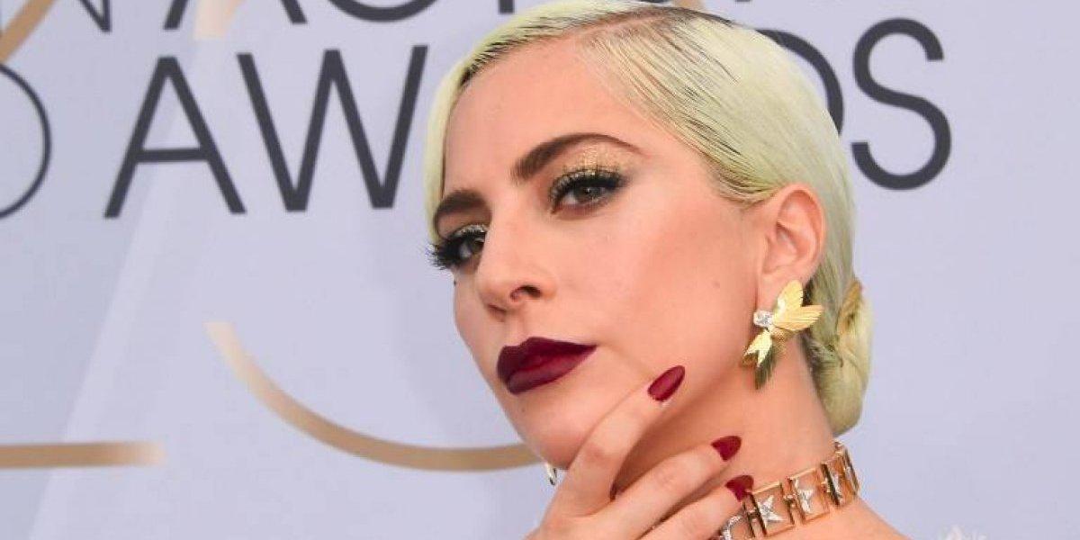 Lady Gaga llega con dos escotes que se roban las miradas en los SAG Awards