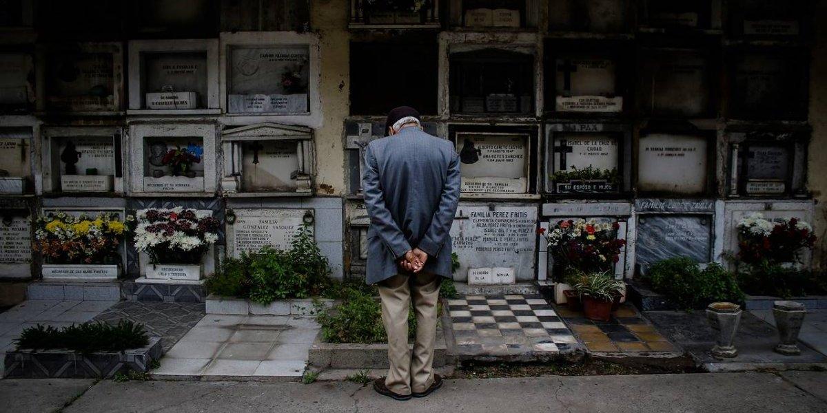 """La dramática historia del chileno que no puede cobrar su pensión porque le dicen que """"está muerto"""""""