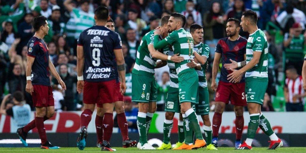 Se acabó invicto de Chivas: perdió 1-0 en casa de Santos