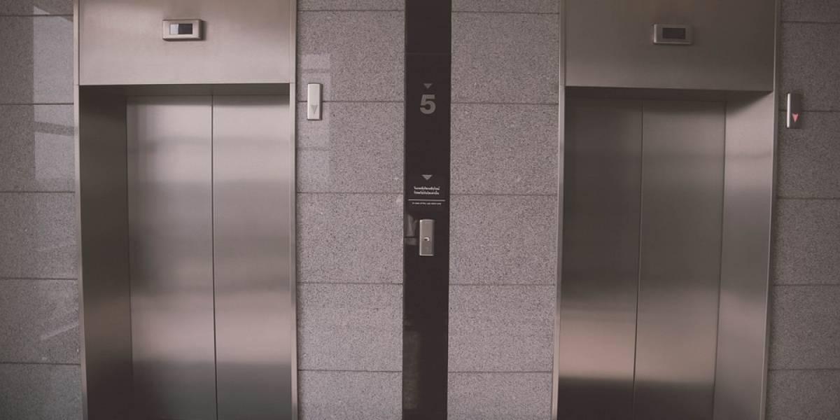 Rescatan a mujer atrapada por tres días en un elevador