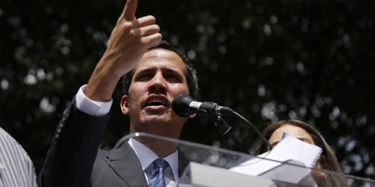 Fiscal del régimen de Maduro solicita prohibición de salida del país de Juan Guaidó