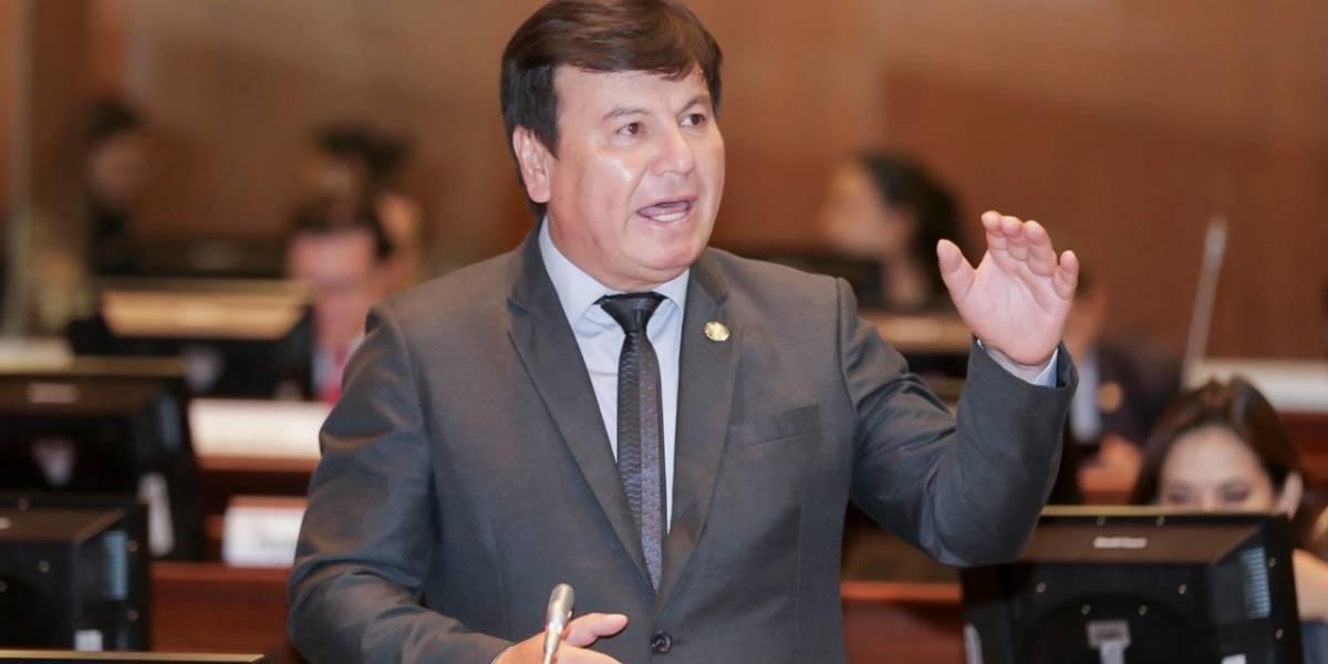 Asambleísta, Absalón Campoverde, presentó Proyecto de Ley que elimina la pensión vitalicia a expresidentes y exvicepresidentes