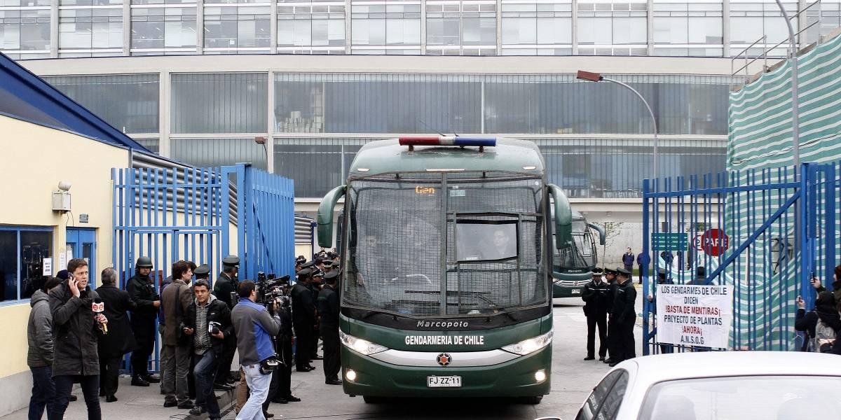 Cabo del Ejército choca en estado de ebriedad contra la cárcel Santiago 1