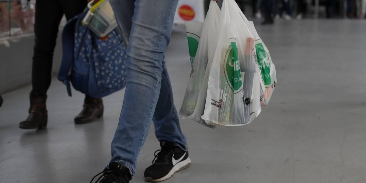 ¡Comenzó la cuenta regresiva! Bolsas plásticas viven su última semana antes de su prohibición total en Chile