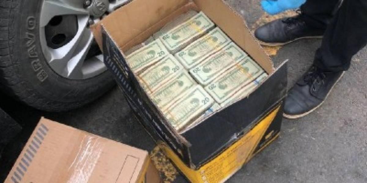 Policía decomisó un millón de dólares en cartones en parqueadero de terminal terrestre de Guayaquil