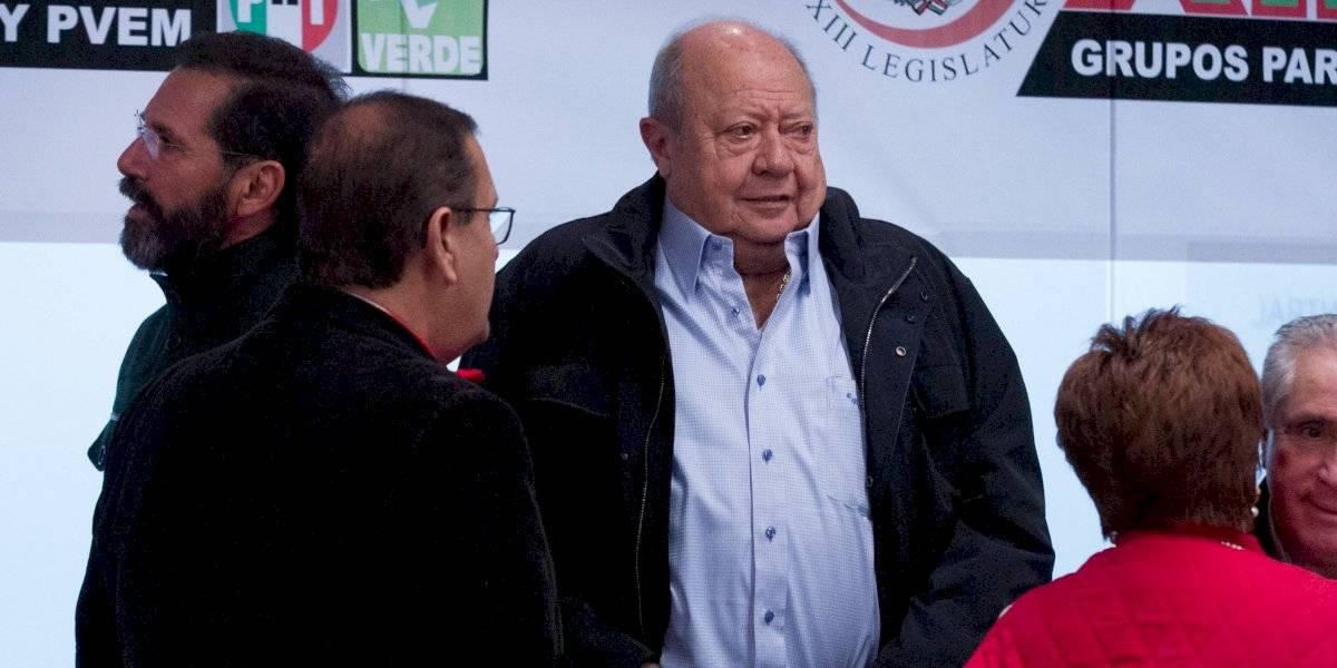Trabajadores petroleros votan por expulsar a Romero Deschamps