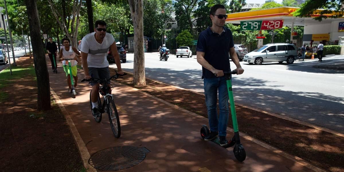 Sem regras básicas, compartilhamento de bicicletas, patinetes e outros veículos ainda é desorganizado em SP
