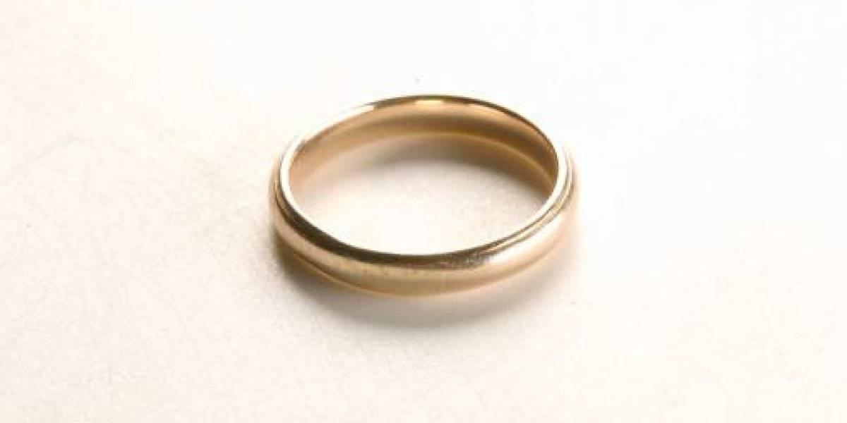 Ahora sí que tendrá problemas: perdió el anillo de bodas y fingió un robo porque tenía miedo de contarle a su esposa