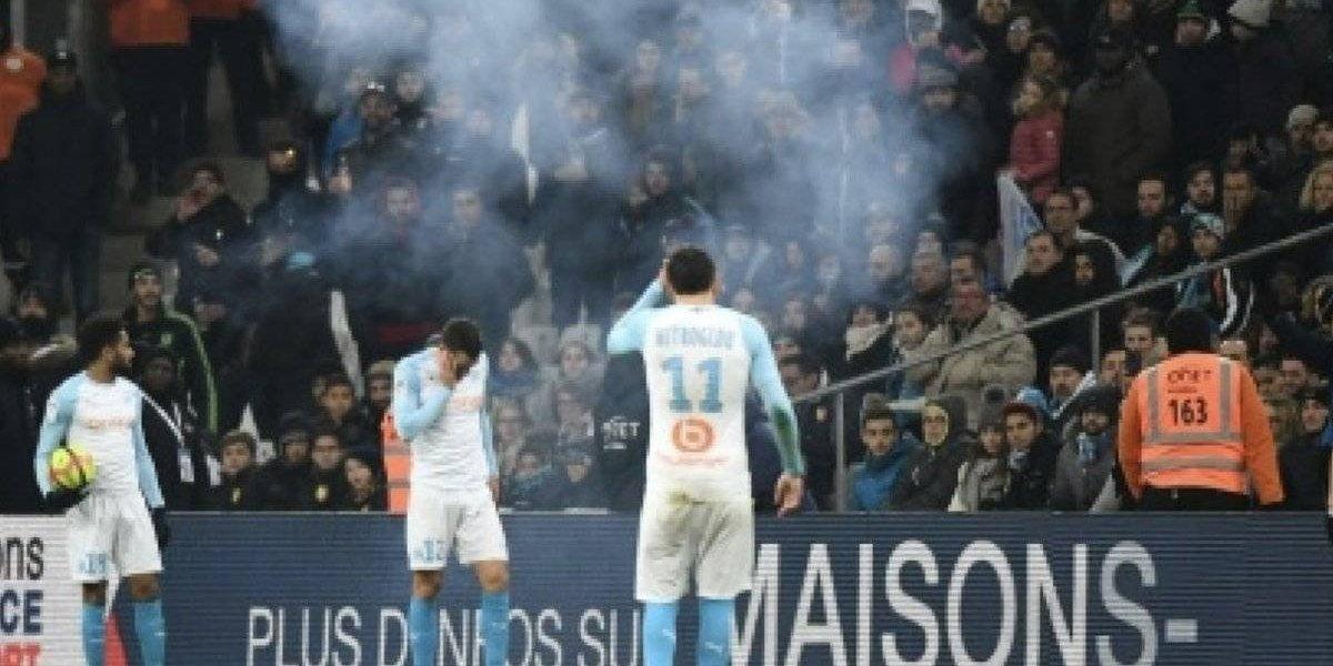 VIDEO: Cierran estadio del Marsella tras explosión de petardo