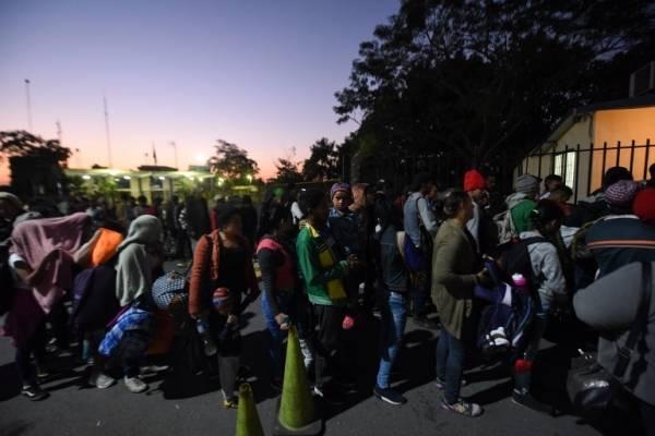 Migrantes hondureños en la frontera