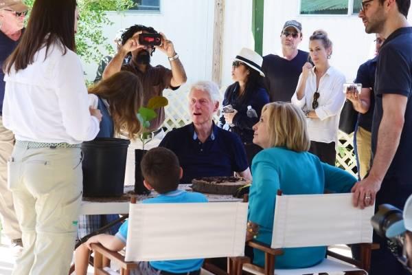 Bill y Hillary Clinton durante su visita a la Reserva Natural Cabezas de San Juan en Fajardo. / Dennis Jones