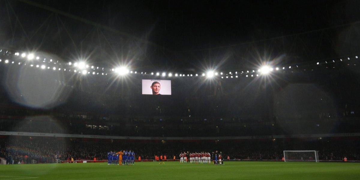 Flores amarillas e incluido en la planilla: El homenaje del Arsenal para el desaparecido Sala