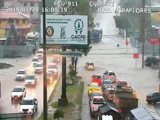Fuerte lluvia en Cuenca Twitter Ecu 911