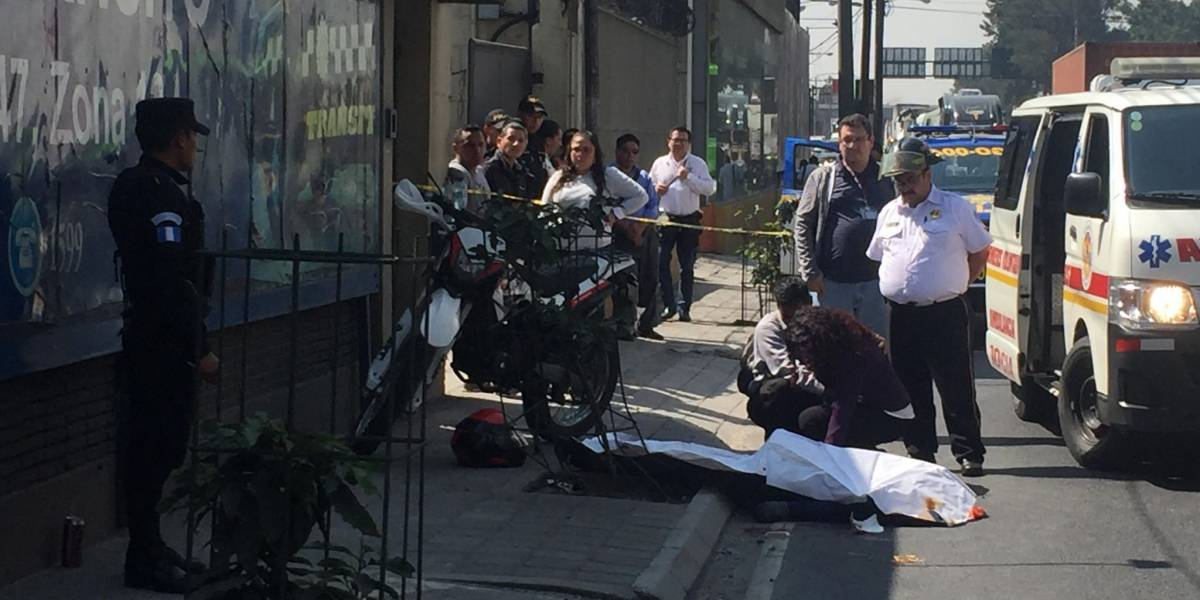 Muere pasajero de motocicleta en accidente en la zona 12