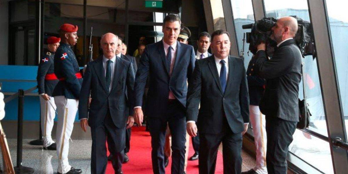Pedro Sánchez llega a Santo Domingo para su reunión con Medina y un acto socialista