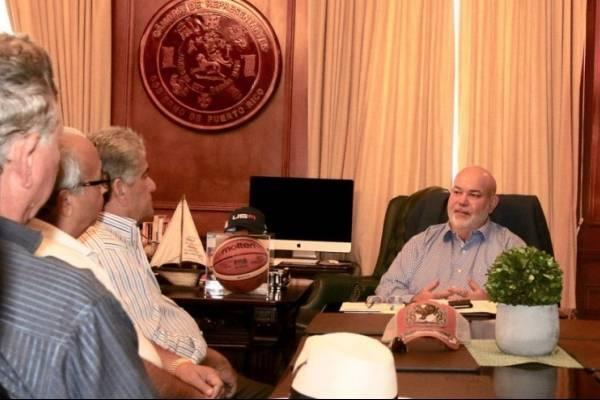Johnny Méndez anuncia iniciativas de apoyo a industria gallística