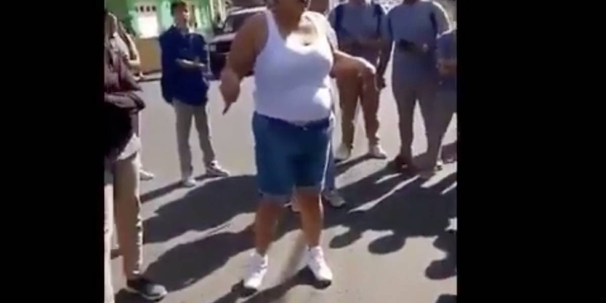 Mujer incita pelea entre estudiantes en escuela de Juncos