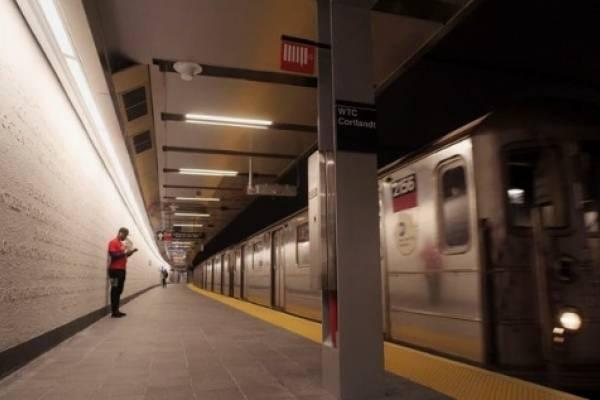 Muere joven tras caer por escaleras de tren en Nueva York