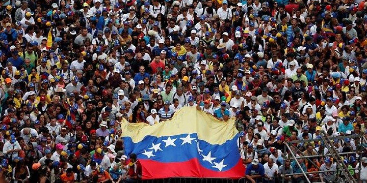 Miguel Bosé realiza petición por Venezuela