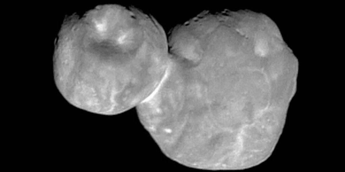 'Boneco de neve' do espaço tem buracos e colar brilhante