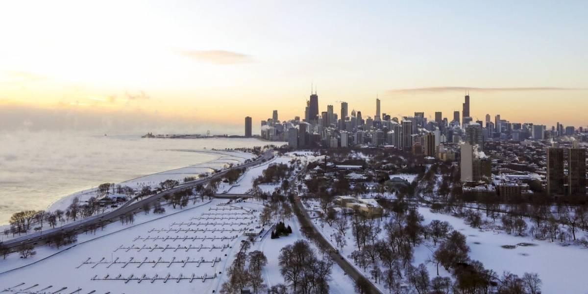 Muertes y cancelaciones de vuelo por frío en Estados Unidos